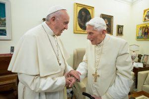 Religion : BenoîtXVI à propos du célibat des prêtres
